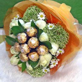 10 White Roses with 8 Ferrero Rocher Handbouquet
