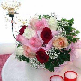 12 Mixed Roses HandbouquetHandbouquet