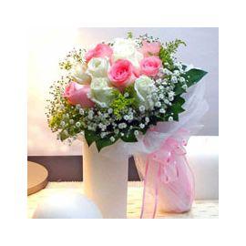 6 Peach 6 White Roses Handbouquet