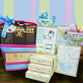 Baby Boy or Girl Clothing Set (Choose One) With Travel Bag