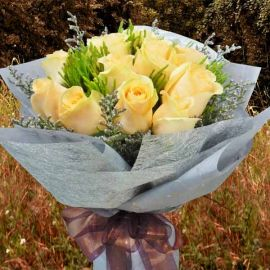 12 Champagne Roses