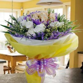 12 Champagne Roses & White eustoma Flowers Bouquet