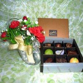 "Enlarge Picture Tell A Friend ""Elovela"" Gourmet (Fresh)Chocolate 9 pcs With Artificial Flowers"