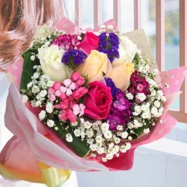 6 Mixed Roses Hand bouquet