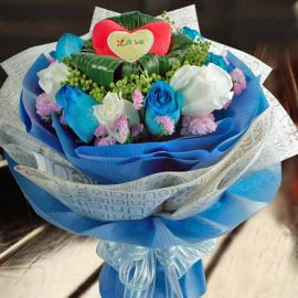 6 Blue 6 White Roses with a small Heart-shape pillow