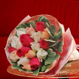 18 Mixed Roses Hand Bouquet
