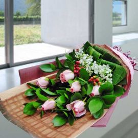 6 Peach Roses With Cordyline Leaves Handbouquet