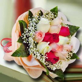 12 Mixed Roses Handbouquet